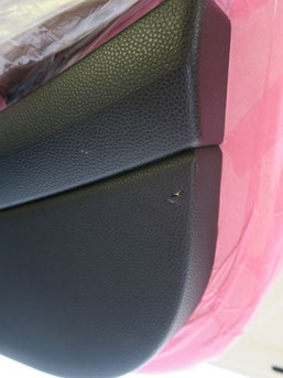ミニ・クーパーのドア内装内張りの傷・破れのリペア(修理・修復)前の写真1