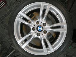 BMW320iツーリング・Mスポーツの純正アルミホイールの、ガリ傷・擦りキズのリペア(修理・修復)前のホイール全景写真2