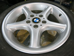 BMW Z3の純正アルミホイール4本のガリキズ・擦り傷・欠けのリペア(修理・修復・再生)後のホイール②の写真