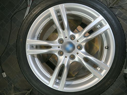 BMW320d 純正アルミホイールの、ガリ傷・擦りキズのリペア(修理・修復)後のホイール写真2