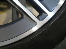 ベンツCLA45S AMGの純正ダイヤモンドカット仕上げホイールのガリ傷・すりキズの修理・修復後のホイール写真4
