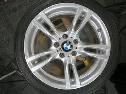BMW320iツーリング・Mスポーツの純正アルミホイールの、ガリ傷・擦りキズのリペア(修理・修復)後のホイール全景写真2