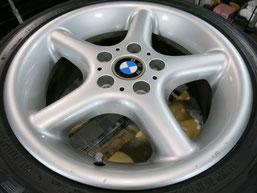 BMW Z3の純正アルミホイール4本のガリキズ・擦り傷・欠けのリペア(修理・修復・再生)前のホイール③の写真