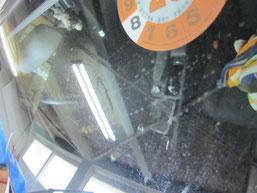 ベンツC200コンプレッサーのフロントガラスの鱗状痕(水垢、ウロコ染み、ウォータースポット)の除去前その3