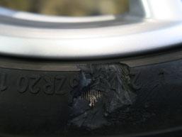 ベントレー・フライングスパーの20インチ純正アルミホイールのガリ傷・擦り傷のリペア(修理・修復)後の傷アップ写真1