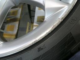アウディS8 純正21インチアルミホイールのガリ傷・擦りキズ・欠けのリペア(修理・修復)前の傷アップ写真