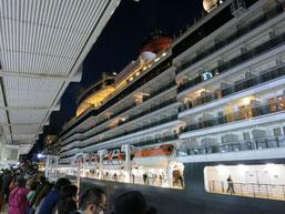 クイーン・エリザベス号が、神戸港に入港時の写真4
