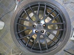 メルセデス・ベンツE220dの艶消し(マット)ブラック純正アルミホイールのガリキズ・すり傷のリペア(修理・修復)後の写真3