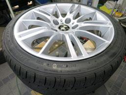 BMW335iの純正アルミホイールのガリキズ・すり傷のリペア(修理・修復)前のホイールAの写真
