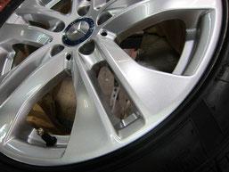 メルセデス・ベンツCワゴンの純正アルミホイールのガリ傷・すりキズのリペア(修理・修復)後のホイール写真2