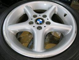 BMW Z3の純正アルミホイール4本のガリキズ・擦り傷・欠けのリペア(修理・修復・再生)前のホイール②の写真