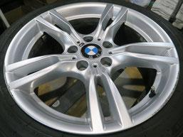 BMW320iツーリング・Mスポーツの純正アルミホイールの、ガリ傷・擦りキズのリペア(修理・修復)前のホイール全景写真1