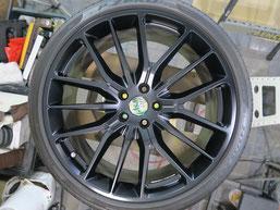 マセラティ・ギブリの純正アルミホイールのマットブラック(艶消しブラック)へのカラーチェンジ(色塗り替え)のホイールD施工後写真2