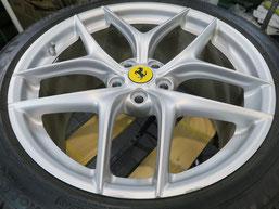 フェラーリ・F12ベルリネッタの純正鍛造アルミホイールのガリ傷・擦りキズ のリペア(修理・修復)前のホイール全景写真
