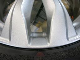 いすゞ(いすず)(ISUZU)スイフトRS のアルミホイールのガリキズ・すり傷のリペア(修理・修復)後の傷アップ写真