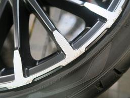 無限 シビック のアルミホイールの、ガリ傷・擦りキズのリペア(修理・修復)前の傷修理箇所アップ写真a