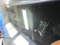 ベンツC200コンプレッサーのフロントガラスの鱗状痕(水垢、ウロコ染み、ウォータースポット)の除去前その2