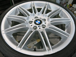 BMW335i純正19インチアルミホイールBの、ガリキズ・擦り傷のリペア(修理・修復)前の写真