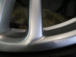 ベントレー・フライングスパーの20インチ純正アルミホイールのガリ傷・擦り傷のリペア(修理・修復)後の傷アップ写真3