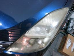 トヨタ・アイシスのヘッドライトの曇り・黄ばみ・劣化の除去(修理・修復)、左側修理前2