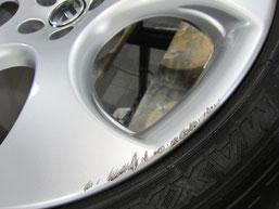 フォルクスワーゲン ポロ GTI の純正アルミホイールのガリ傷・擦りキズのリペア(修理・修復・再生)前のホイールアップ写真