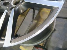 ポルシェ・パナメーラ、ダイヤモンドカット純正アルミホイールのガリ傷・すりキズの修理・修復前の写真2