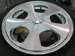 ベンツG500 の アルミホイール(ロデオドライブ)のガリ傷・擦りキズ・欠けのリペア(修理・修復)前のホイールDの写真1