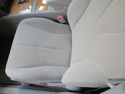 トヨタ・カリーナの、助手席、布(モケット)シート、座面のタバコ(煙草)焦げ穴(コゲ穴)リペア(修理・修復)後の写真2