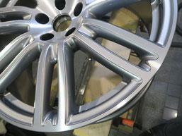 マセラティ・ギブリの20インチ純正ダイヤモンドカット仕上げアルミホイールのガリ傷・擦りキズのリペア(修理・修復)後のホイール写真2