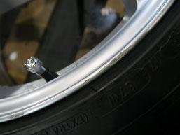 フォルクスワーゲン・ポロGTIのアルミホイールのガリキズ・擦り傷のリペア(修理・修復)前の傷アップ写真