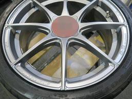 アバルト500の艶消し(マット)シルバー塗装仕上げのアルミホイールのガリ傷・擦りキズのリペア(修理・修復)後の写真2