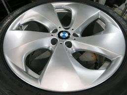 BMW X6 純正 アルミホイール(ハイパーシルバー)20インチのガリ傷・擦りキズのリペア(修理・修復・再生)後ホイール写真1