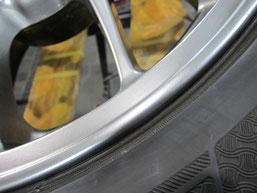 ランサー・エボリューションの純正BBSアルミホイールのガリキズ・擦り傷のリペア(修理・修復)後の傷アップ写真3