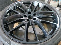 マセラティ・ギブリの純正アルミホイールのマットブラック(艶消しブラック)へのカラーチェンジ(色塗り替え)のホイールB施工後写真1