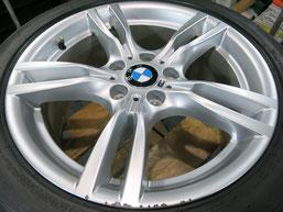 BMW 420i グランクーペ Mスポーツ の純正アルミホイール(ハイパーシルバー)のガリ傷・擦りキズのリペア(修理・修復)前のホイール全景写真