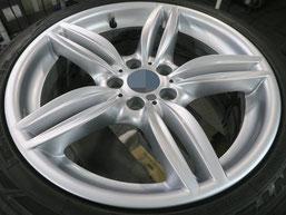 BMW523dの18インチ純正シルバー塗装ホイール2本のガリ傷・すりキズ傷のリペア(修理・修復)後のホイールBの写真1
