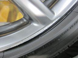 レクサスIS300h・Fスポーツの純正アルミホイール のガリキズ・擦り傷・欠けのリペア(修理・修復・再生)前の傷アップ写真2