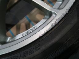 ゴルフ(フォルクスワーゲン)のアルミホイールのガリ傷・擦りキズ・小傷のリペア(修理・修復)前の写真4