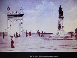 Anni '20 P.zza V.Veneto - L'Arco di San Gennaro  fu costruito nel 1854, su iniziativa del Sindaco Gennaro BOMPAROLA. Sopra l'arco si trovano due statue che raffigurano San Gennaro e Sant'Antonio da Padova, patrono della città