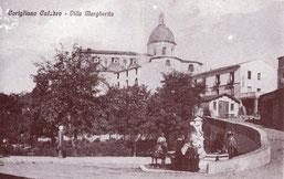 Anni '30 Piazza Sant'Antonio(incrocio via Abenante con via Margherita e la famosa fontana 'a fisckia)