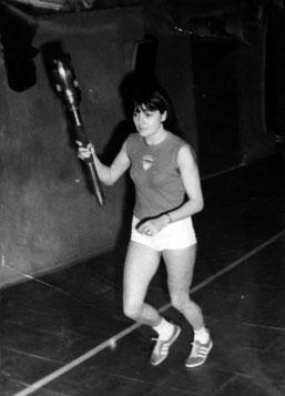 Monique Noirot porte la flamme olympique, cérémonie avant le départ pour Mexico