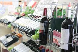 酒ショップ・サンでは、日本酒・地酒はもちろん。珍しいワインなども揃っています。