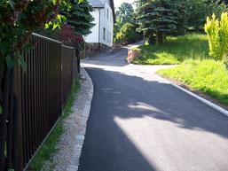 Bedarfgerechter Erhalt und qualitativer Ausbau einer Gemeindestrasse - Crinitzberg Am Hang