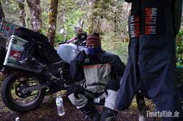 Neuseeland - Motorrad - Reise - Camping auf dem Lewis Pass - Selbst bei Regen nerven die Sandfliegen