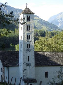 la chapelle, au pied du château