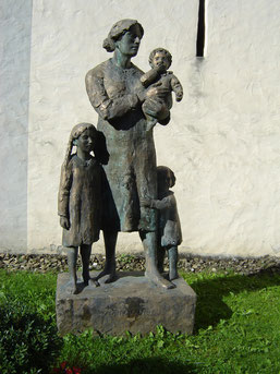 Dorothée, femme de Nicolas de Flue et mère de ses 10 enfants, dont il se sépare à 50 ans pour mener une vie d'ascète.