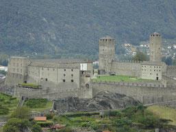 vue sur Castel Grande (encore!) avec ses deux grandes tours quadrangulaires (Torre Bianca et Torre Nera)