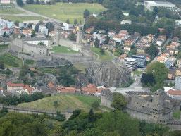 vue sur Montebello et Castelgrande