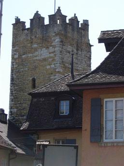 la Tour des Prisons, rue Jehanne de Hochberg. A l'intérieur, deux cachots en bois utilisés jusqu'en 1848