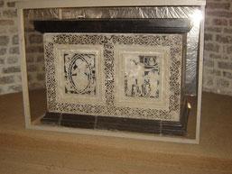 autel en marbre noir de Lydie et en marbre blanc de Paros